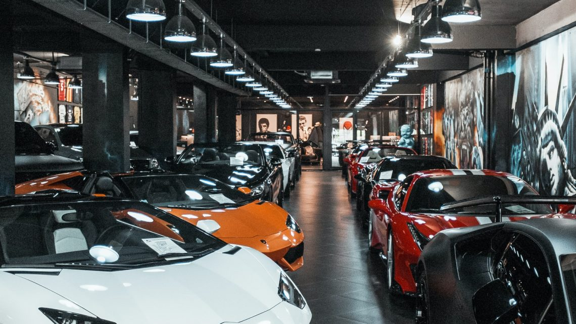 Serwis Aston Martin Warszawa, Bentley, Ferrari, Porsche, Jaguar, Maserati, Land Rover, Jeep, Chrysler, Dodge oraz Saab.